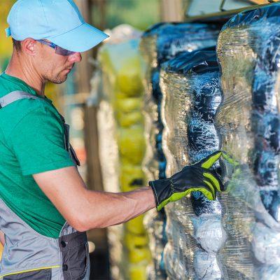 farmer-choosing-best-fertiliser-PX2RJ5X